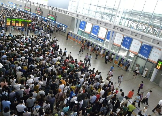 Lines for trains during Chuseok.  (Photo:  ConsumerTimes )
