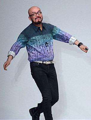 Fashion designer Lie Sangbong wearing Hangeul (Blouinartinfo)