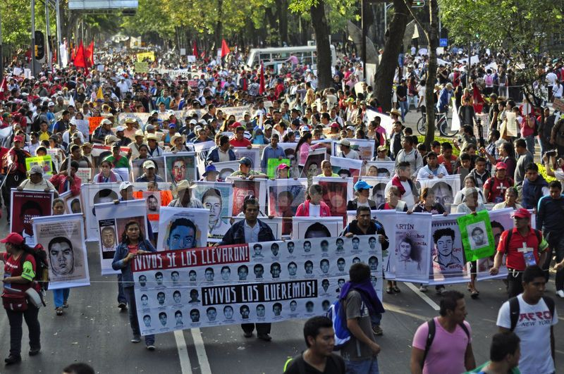 1415346251-thousands-march-in-mexico-city-over-43-missing-students_6204965.jpg