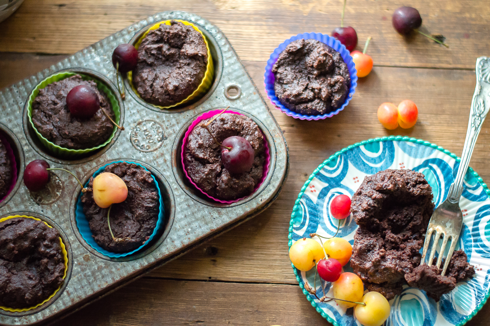 Moist Mini Dark Chocolate Cakes (paleo, vegan)