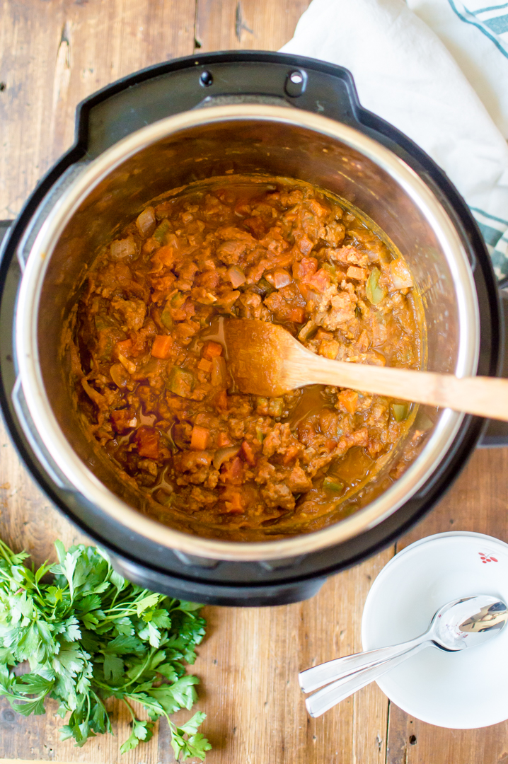 Nothing says cozy like like a hearty bowl of hot chili on a fall night…and this Instant Pot Paleo Pumpkin Chili is sure to become new autumn favorite. Quick to throw together on a busy weeknight, bursting with fall flavor and chocked full of veggies, this chili is a complete meal that your whole family will adore. #paleoinstantpot #whole30instantpot #whole30pumpkin #paleopumpkin #paleochilie #whole30chili #veggieloadedchili #instantpotchili
