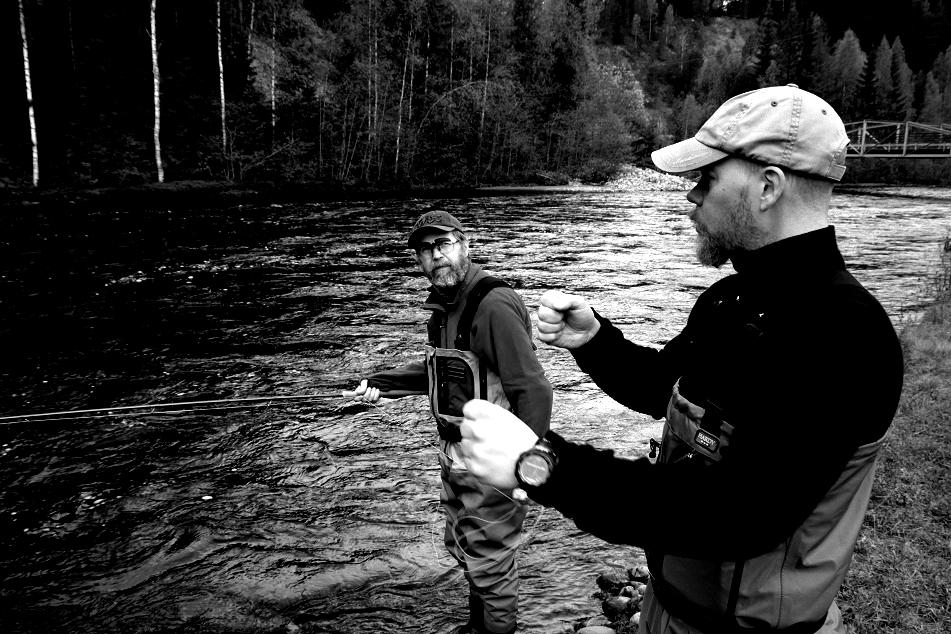 Tvåhandskurs i Lögdeälven.Bild: Mikael Engström.