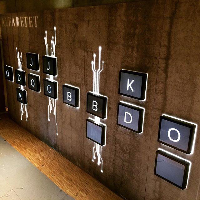 25-skjerms-installasjon på #prøysenhuset