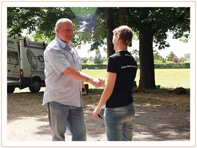 Handshake_47_s.jpg