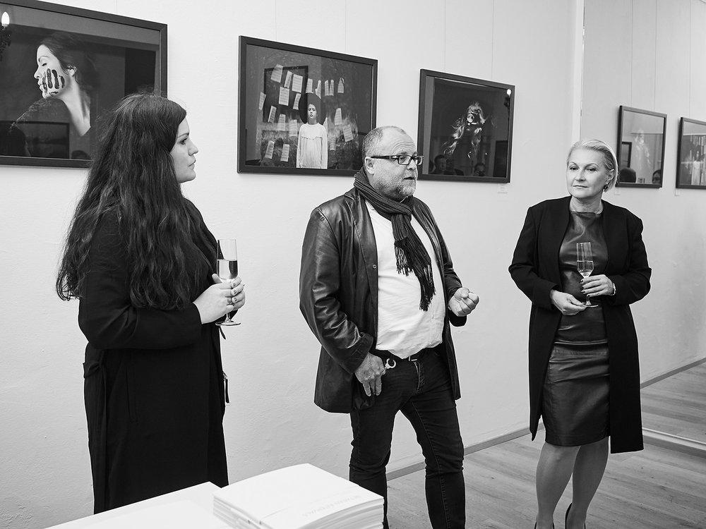 Von links nach rechts: Maren Eliza Klemp, Eric Berger, Galeristin Nadja Gusenbauer  Fotos: Felix Mayr