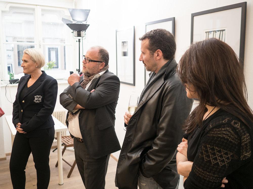 Galerie Besitzerin Nadja Gusenbauer, Kurator Eric Berger, Fotokünstler Guillermo de Angelis, Repräsentantin christina Requena. l.l.n.r.
