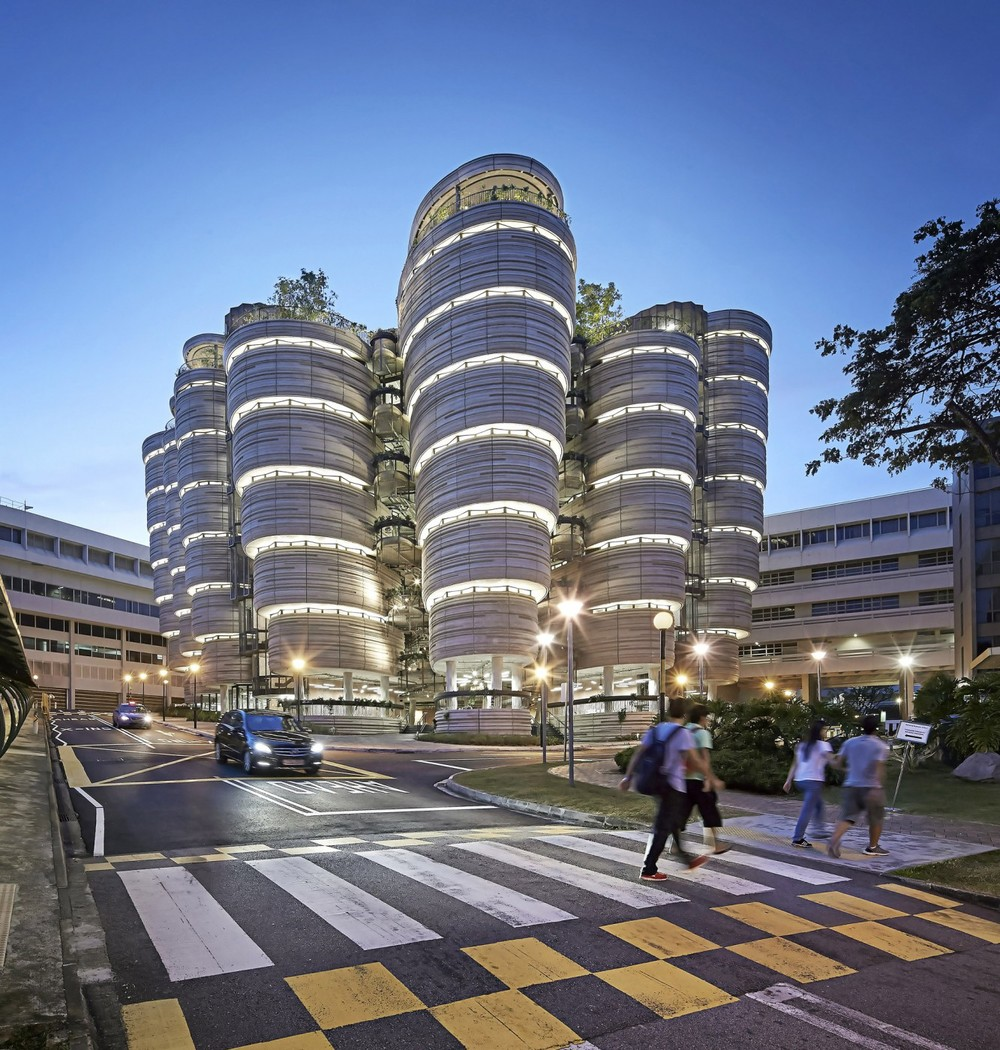Learning Hub   Nanyang Technological University, Singapore Heatherwick Studio Project Architects: Ole Smith & Peter Ayres Photo: Hufton and Crow