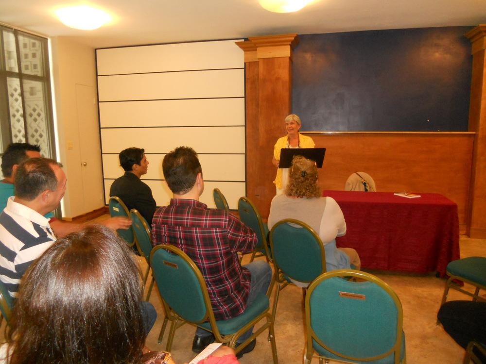 """Presentación de """"La filosofía de mi gata andariega"""" el 22 de junio, 2014, en Unity on the Bay en español."""
