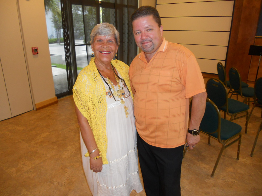 "Presentation of ""La filosofia de mi gata andariega"" at Unity on the Bay Spanish Service (6/22/14): Elena and Patrick Wark"