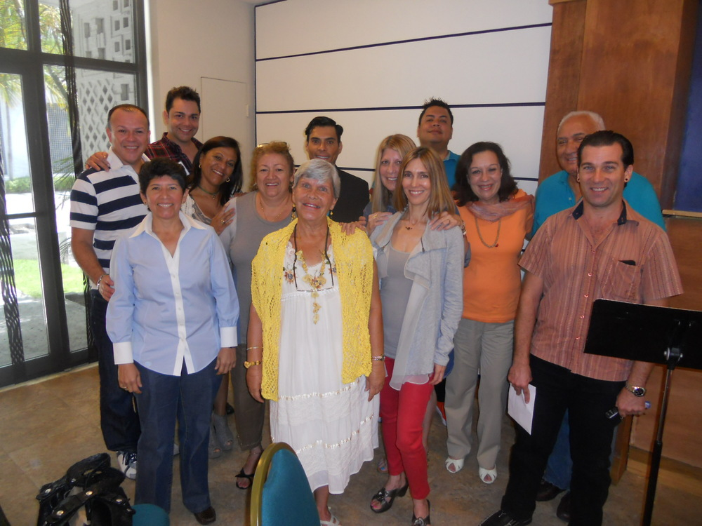 "Presentation of ""La filosofía de mi gata andariega"" at Unity on the Bay Spanish Service (6/22/14): The group at the presentation."