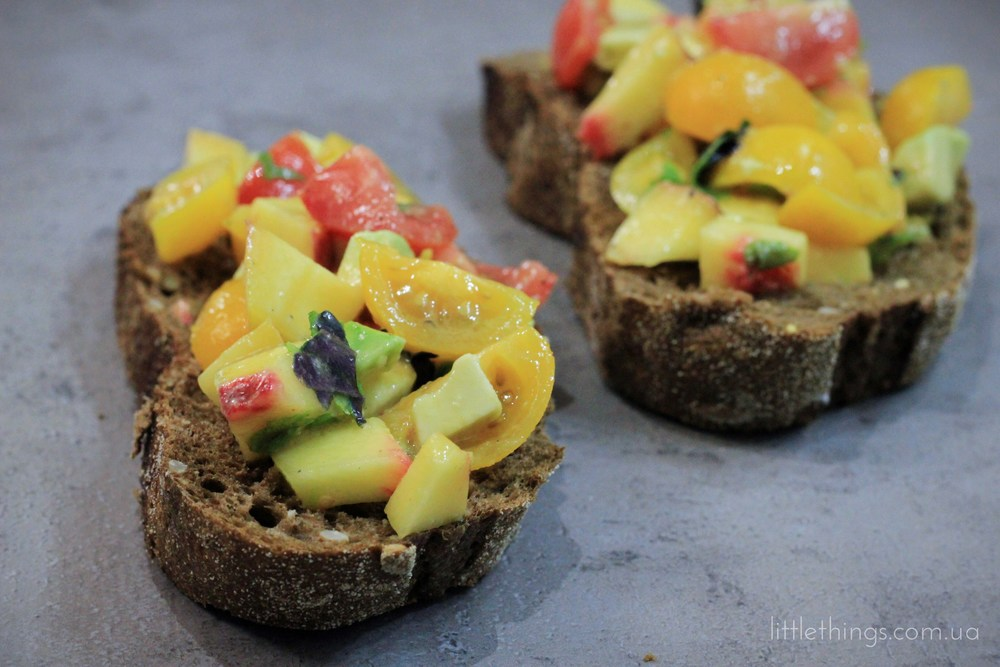 bruscetta with avocado and peach