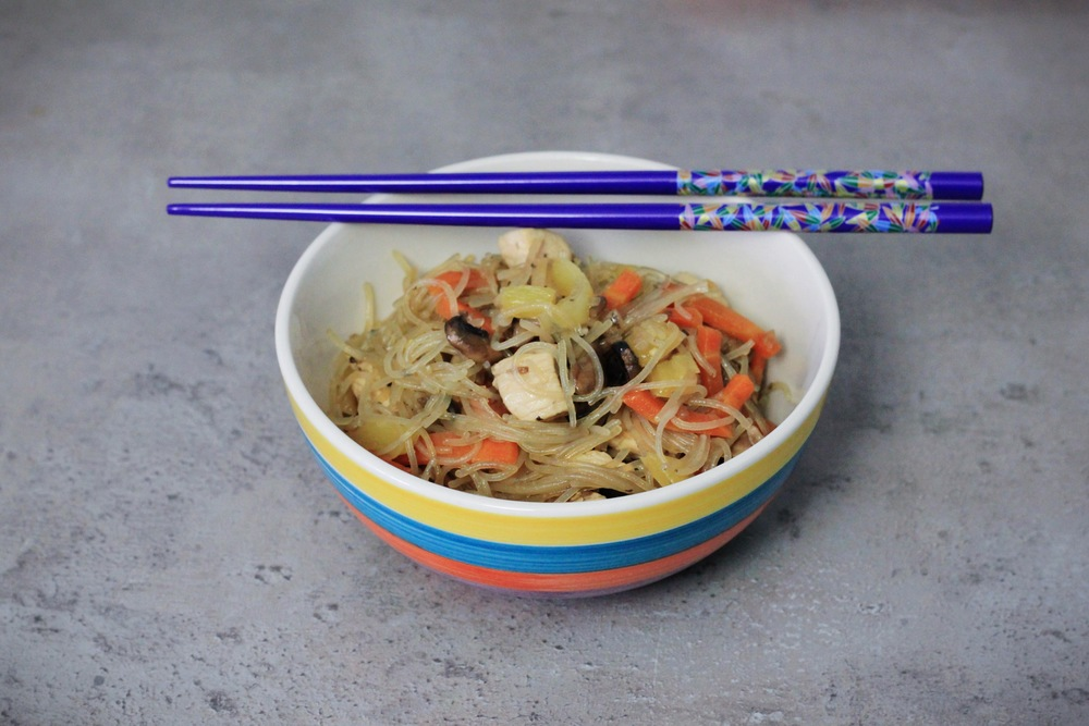 rice noodles with chicken and veggies
