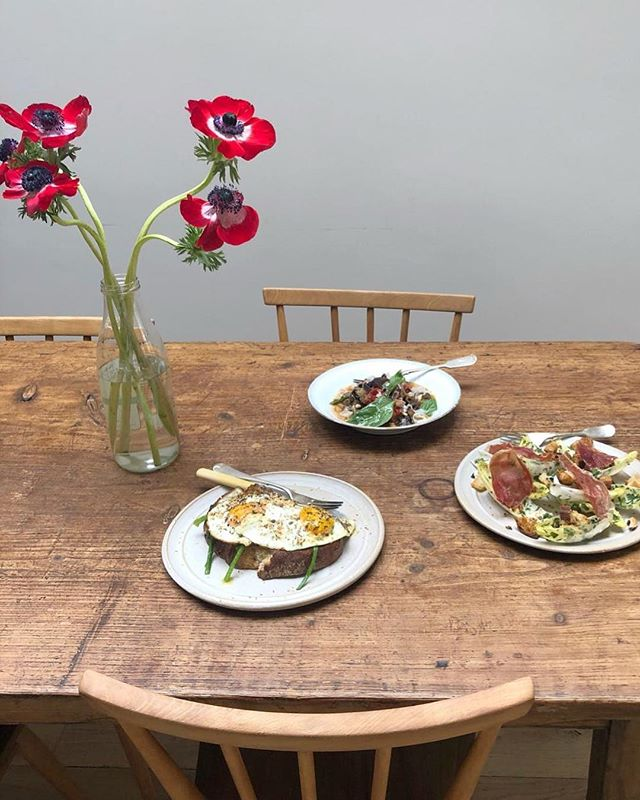 Three recipes from this week's kitchen stories. Zaatar, sesame eggs for breakfast, endive, crispy prosciutto salad for lunch and aubergine ragu for dinner.
