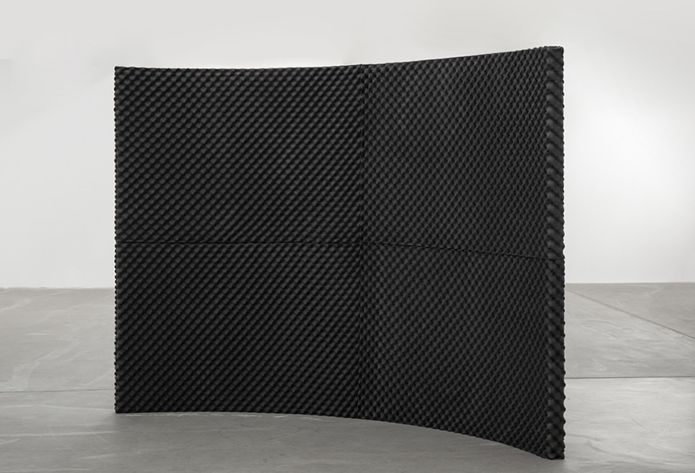 Unusual Monument: of permeability and silence of our time, soundproof wall and chalk, 170 x 250 x 10 cm, 2015