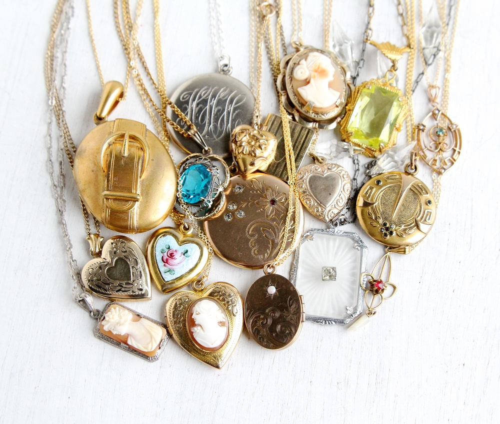Necklaces & Lockets