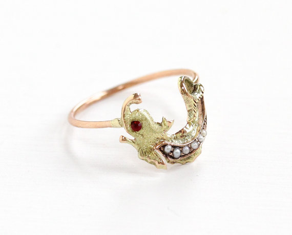 Vintage 10k Yellow Gold Mythological Griffin Ring with Red Glass Eye & Seed Pearl Torso.