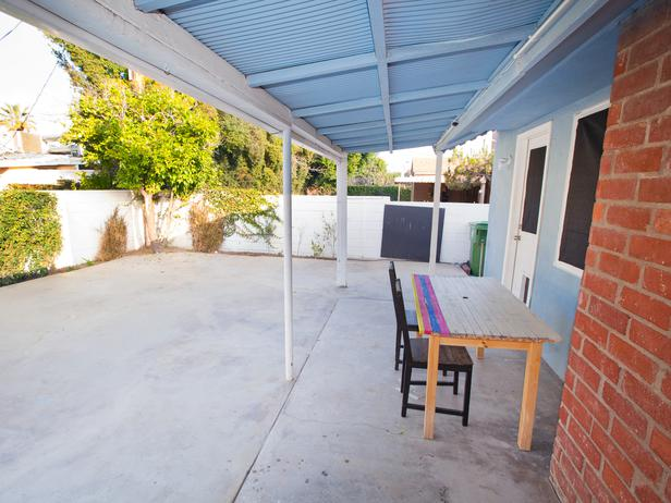 HSTAR704_Rachel-Kris-Backyard-Before-Angle-4_s4x3_lg.jpg