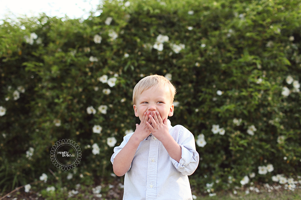 This whole session at Pineola Farms was so pretty and sweet! The kiddos had fun I think!! :)