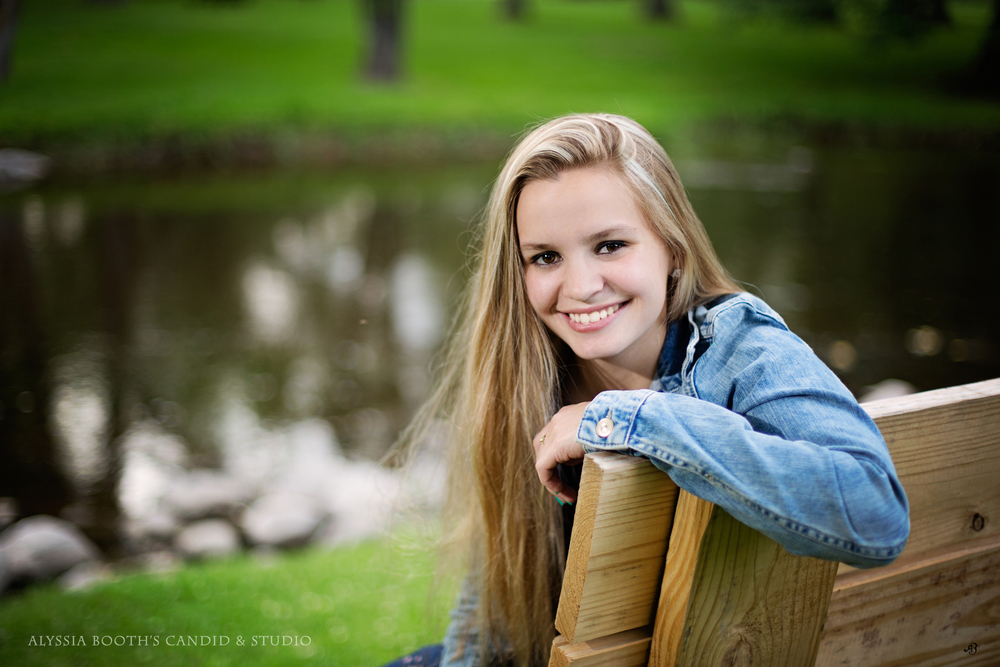 Treasa Rost | Senior Portrait | Alyssia Booth's Candid & Studio