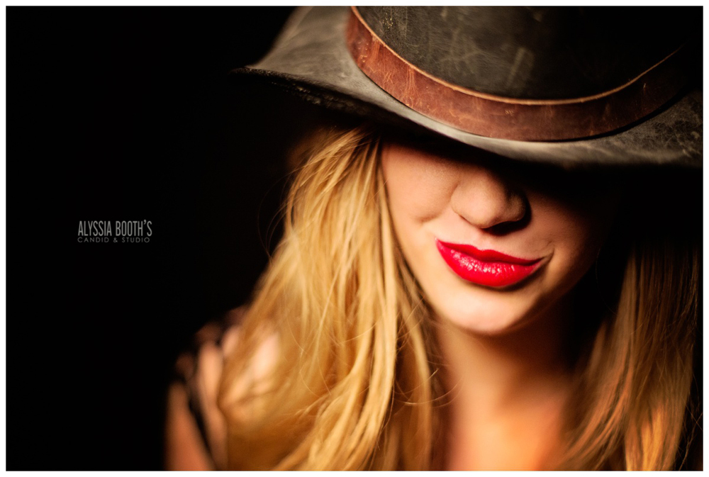 Boudoir | Top Hat | Alyssia Booth's Candid & Studio