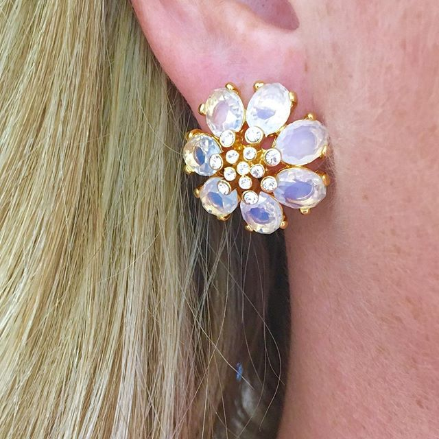 Dreaming of Spring on this chilly day? #flowerearrings #madamemathilde #springaccessories