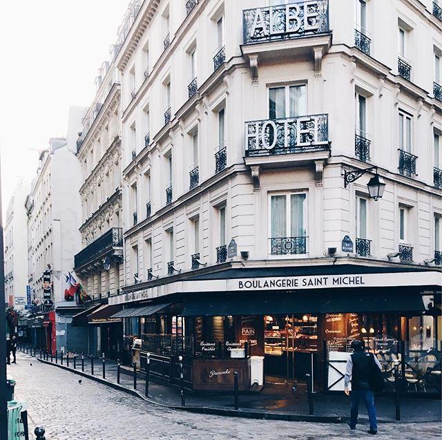 Craving that OG French baguette.. 🥖 #boulangerie #paris #2017