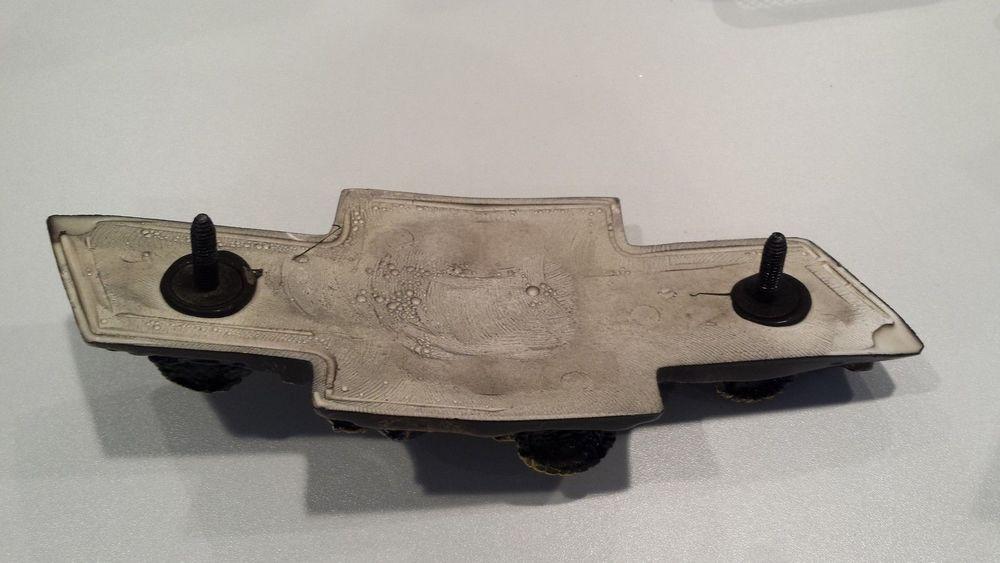 Chevy SilveradoAvalancheTahoe Bowties Front Emblem Sloan - Chevy silverado bowtie decal