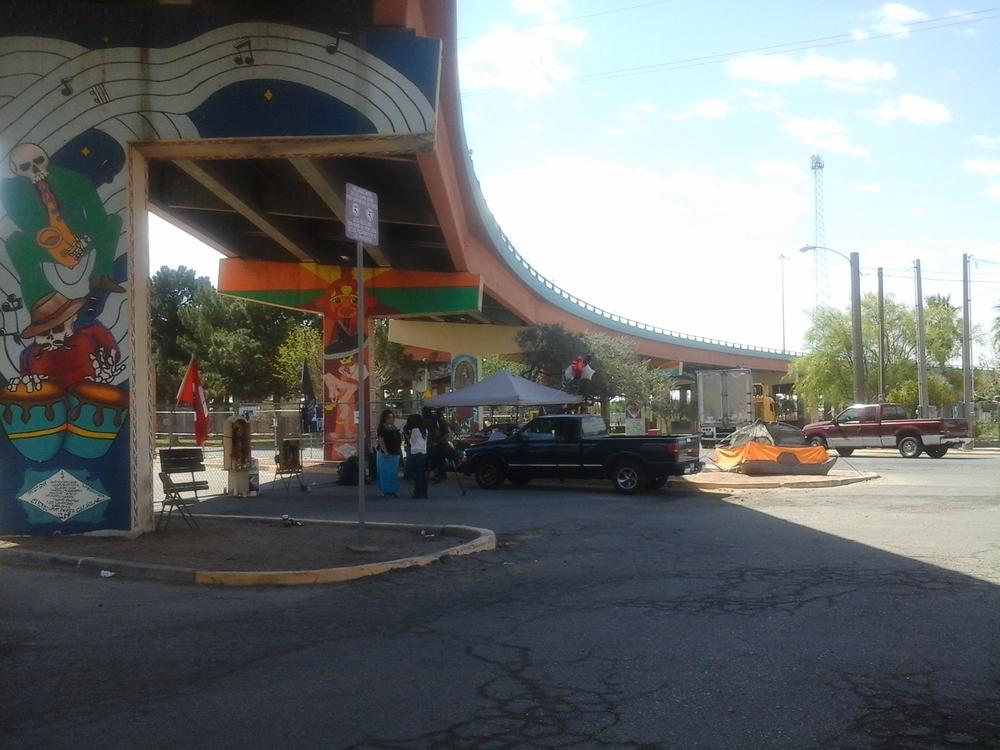Murales y rampa del Parque Lincoln, bajo el puente de la US-54, ubicado en la calle Piedras con temas de la herencia  Azteca, Chicana y Mestiza de El Paso.