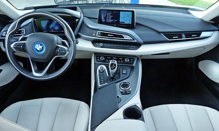 1430716397-BMW-i8-instrument-panel-full.JPG