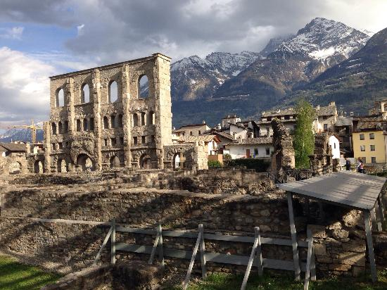 "Commonly known as the ""Rome of the Alps,"" Aosta is known for its Roman ruins and gorgeous mountain views. We are staying at a local vineyard with a solar powered pool that is a short walk from the train station."
