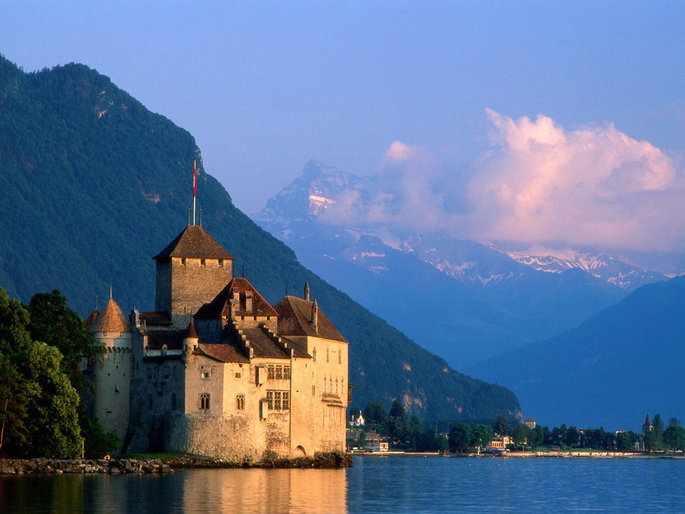 We're taking a local bus over the alps and spending one night in a hostel to see this gorgeous castle.