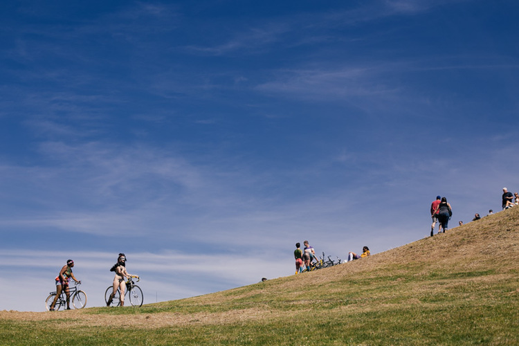 Nude bike riders arrive at Gas Works Park