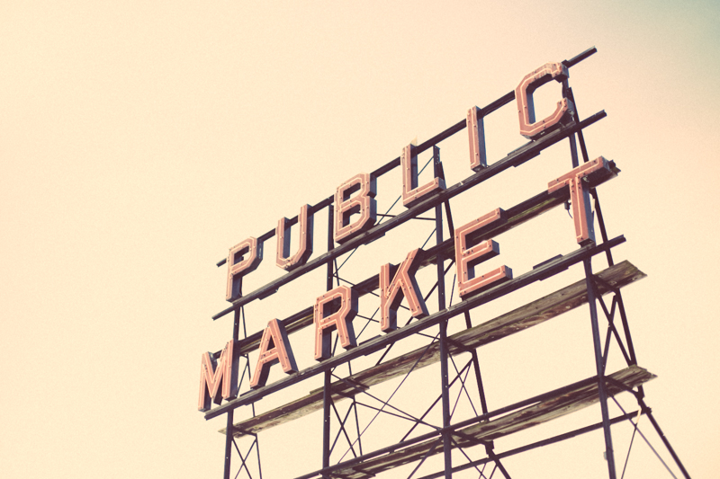 The infamous Public Market sign beckoning tourists in from the downtown Seattle area.
