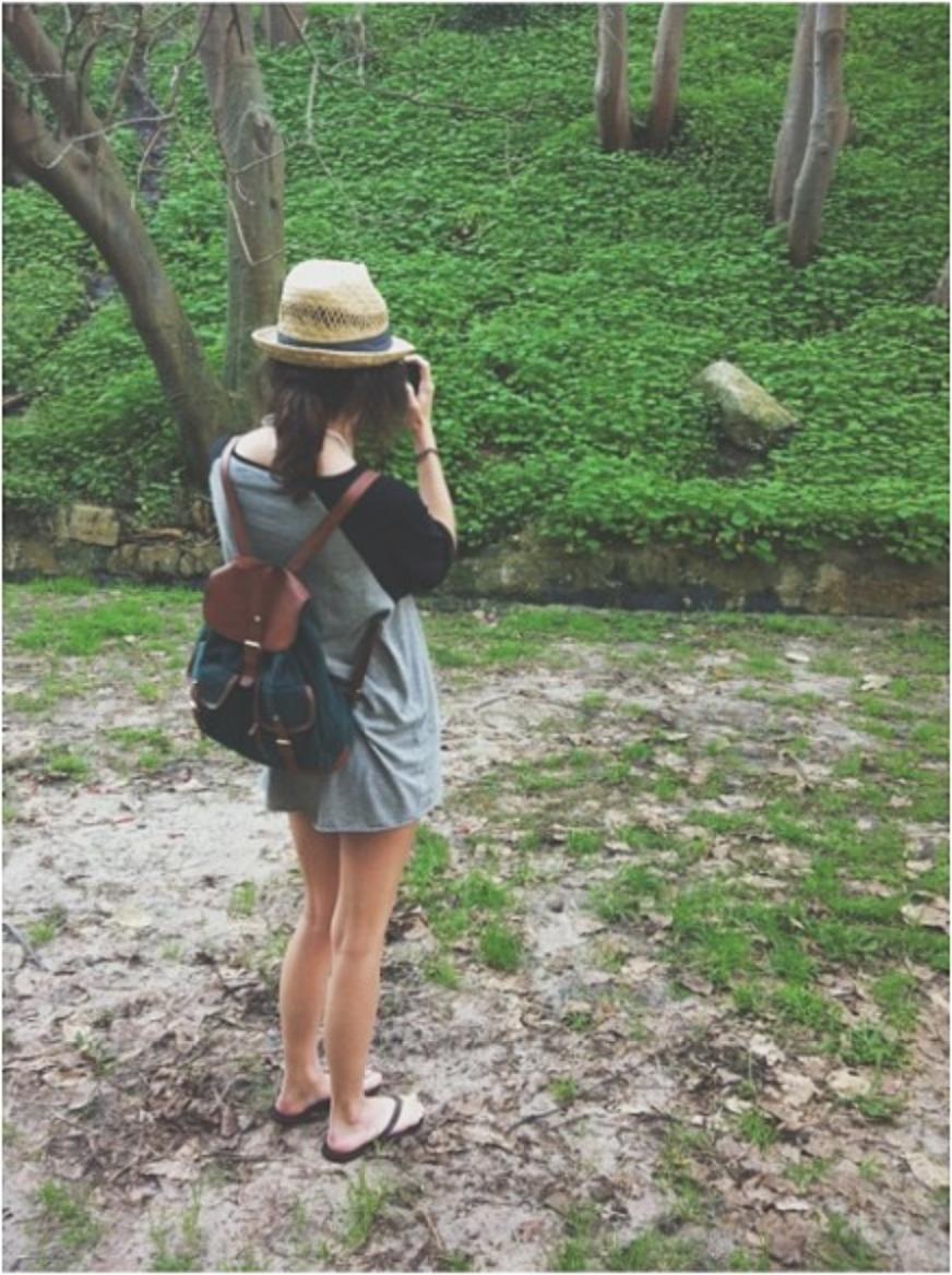 Rosie Nelson Australian Fashion Model taking a photo - M.B Harper Blog
