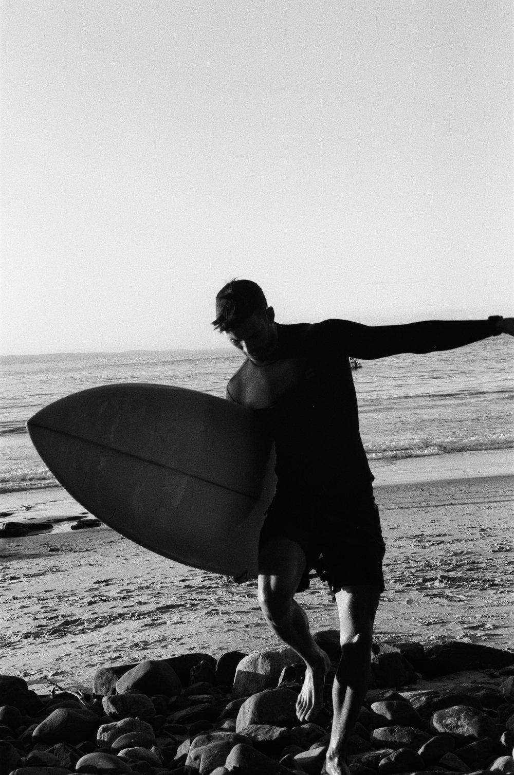 Surfer @ Tea Tree.