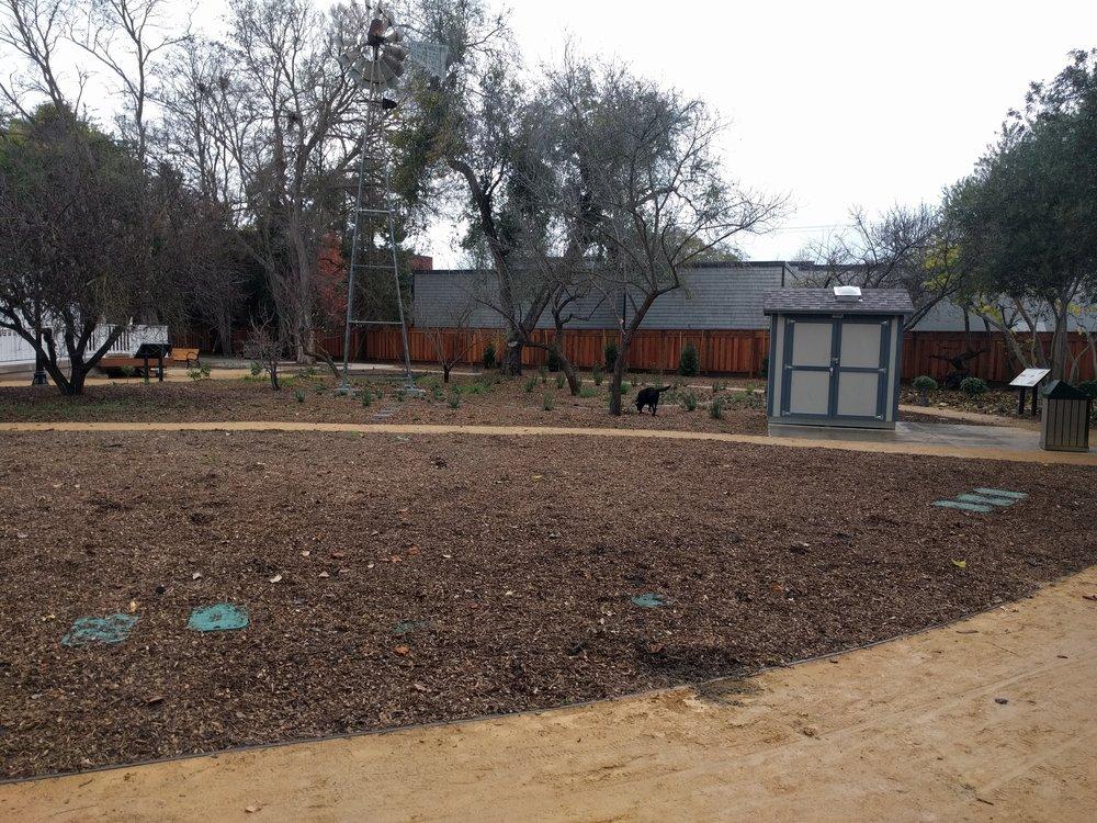 Garden space - middle