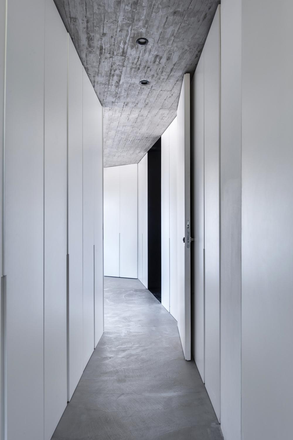walk in closet1.jpg