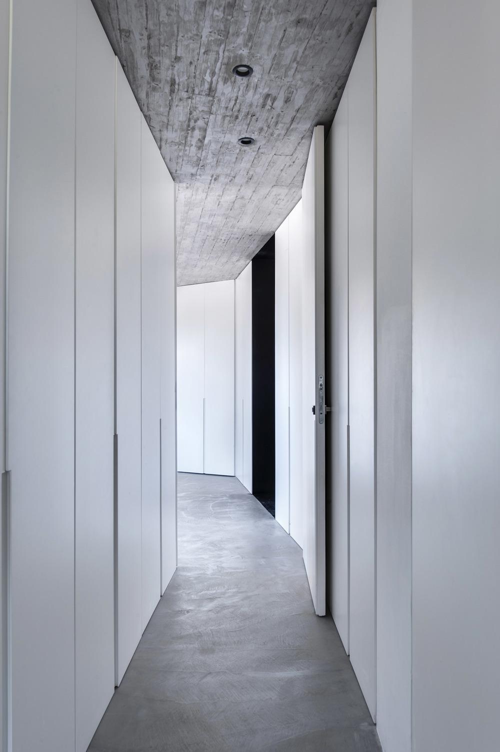 8-walk in closet1.jpg