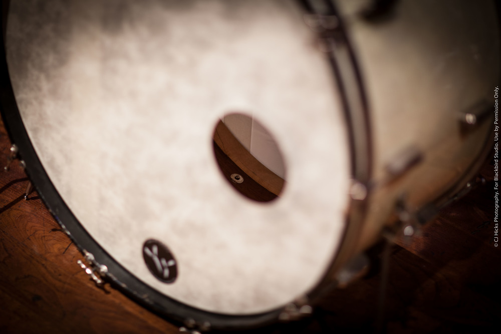 Great shot of Slingerland's 3 Ply Mahogany-Poplar-Mahogany shell with solid Maple reinforcing ring. This is a great sounding drum.