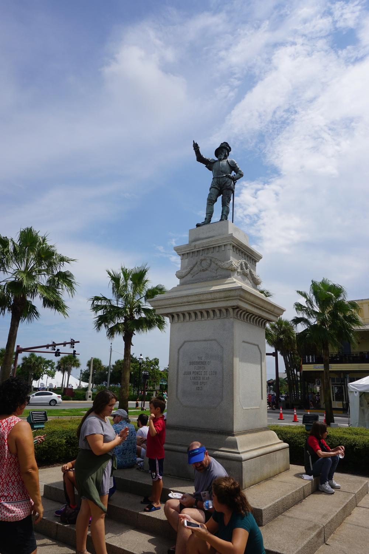 A statue of Ponce de Leon points towards Spain. Photo by Daniel Ward.