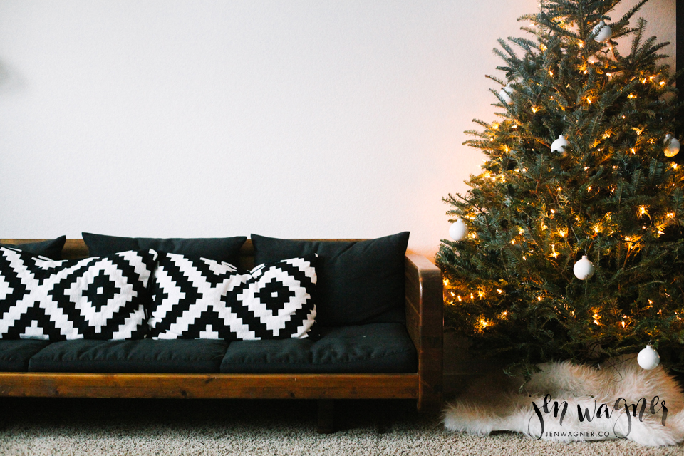 christmas-office-decor-tree