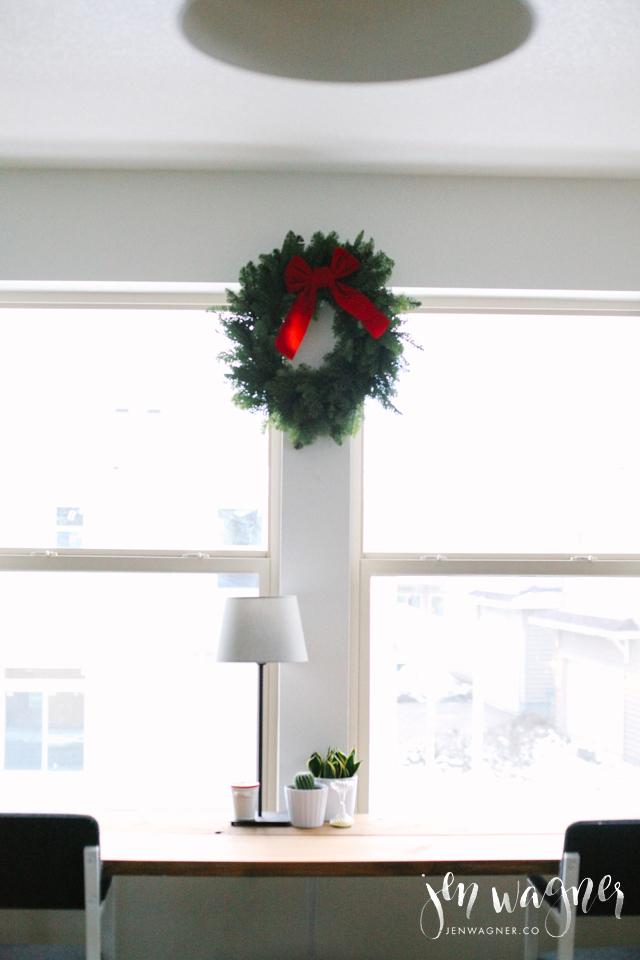 minimal-office-christmas