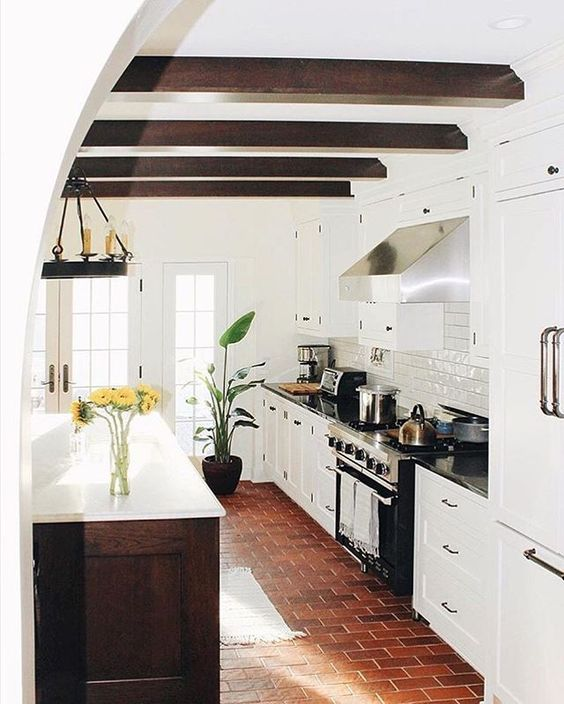 Hello, gorgeous floors in a classic kitchen. How timeless is this?! (@patticakewagner)