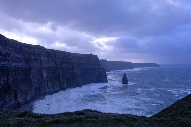 07/12/2018 at the Cliffs of Moher, 1.49pm . .  #ThePhotoHour #StormHour ‬ #dailycliffs #dailycliffspics #cliffsofmoher #xt20  #liscannor  #cliffs #foam  #wildatlanticway #storm #wet #misty #clouds