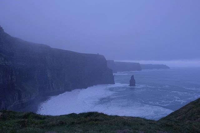 13/12/2018 at the Cliffs of Moher, 12.33pm . .  #ThePhotoHour #StormHour ‬ #dailycliffs #dailycliffspics #cliffsofmoher #xt20  #liscannor  #cliffs #foam  #wildatlanticway #storm #wet #misty #clouds