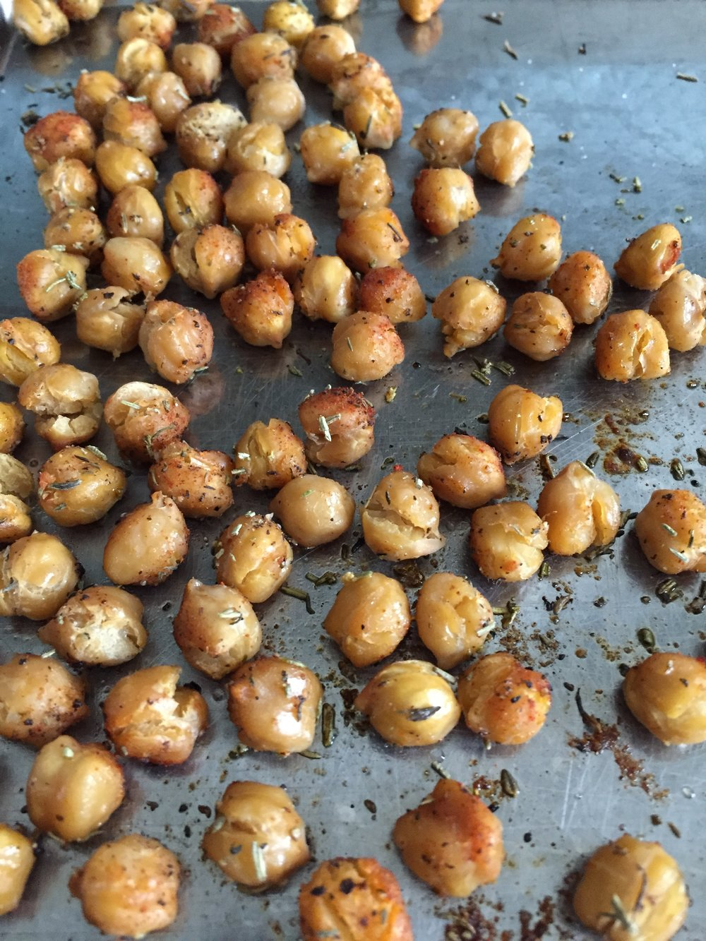 Looking for a salty, chewy, high-fiber, low-FODMAP snack? Try these roasted chick peas.
