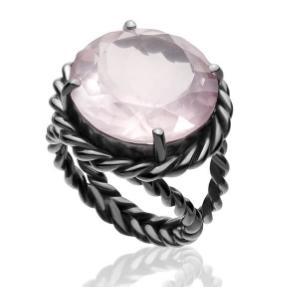 Anel Vernazza   Prata com ródio negro e quartzo rosa  R$ 720,00  Cod. LMALANVER