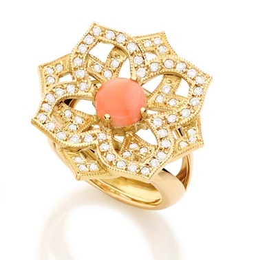 Anel Taj Mahal   Ouro amarelo 18k, coral e diamantes  R$ 7200,00  Cod. LM7MANTAJ