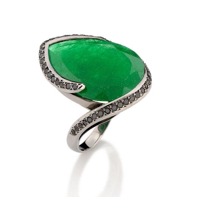 Anel Lucciola   Ouro negro 18k, jade e diamantes negros  R$ 4500,00  Cod. LMFTANLUC