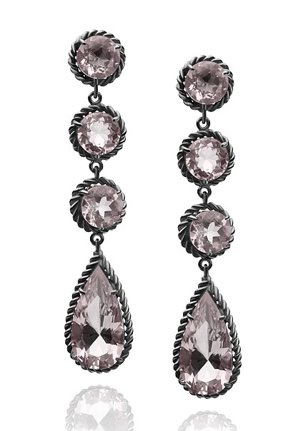 Brinco Vernazza   Prata com ródio negro e quartzo rosa  R$ 810,00  Cod. LMALBRVER